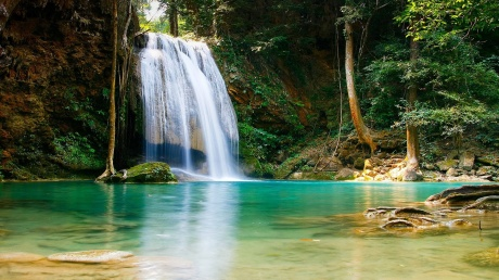 waterfall-in-paradise